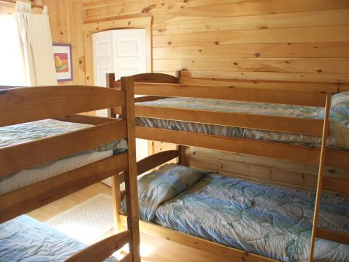 Lower bedroom with 4 bunkbeds at Mostly Dune